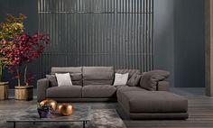 Confortevole, flessibile e modulare, ideale per posizioni anche a centro stanza, Helmut è un divano componibile in diverse soluzioni, consentendo di ottenere configurazioni libere e versatili nel formare divani lineari, angolari e a penisola.