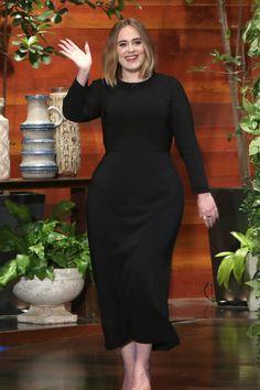 Pin for Later: Adele ist einmal mehr zum Schreien lustig bei Ellen DeGeneres Curvy Fashion, Plus Size Fashion, Girl Fashion, Fashion Dresses, 50 Fashion, Ellen Degeneres, Adele Dress, Summer Bikinis, Boy Fashion