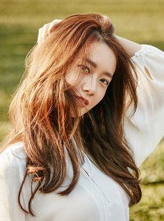 Girls' Generation Yoona for Innisfree photobook Im Yoona, Sooyoung, Girls Generation, Yoona Innisfree, Idole, Beautiful Asian Girls, Mannequin, Korean Actresses, Kpop Girls