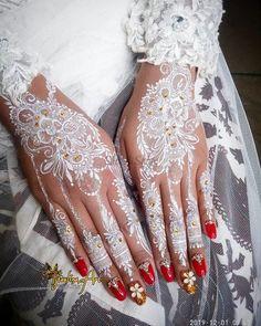 White Henna Tattoo, Henna Tattoo Designs Arm, Gold Tattoo, Henna Art, Hand Henna, Pretty Henna Designs, Bridal Henna Designs, Mehndi Designs, Wedding Henna