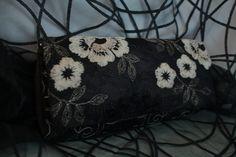 Preciosa cartera en tonos marrones para acompañar al tocado anterior. Más productos disponibles en la web de maramhandmadeshop.http://maram.blueberrydevelop.com/tienda/bolsos/bolso-gabriela/
