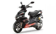 Aprilia Scarabeo has always been a special scooter, revamped model, as does everyone likes in addition to target the best buy in the class title. Rarely have so many prejudices scooter crashes as it did Aprilia Scarabeo 50 three years ago. Scooter Images, Scooter 50cc, Motor Scooters, Mini Bike, Audi, Cool Things To Buy, Vehicles, Mopeds, Transportation