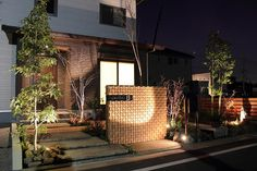 ライトアップされた門柱に目がとまる。+緑で楽しむ玄関まわり。 #lightingmeister #pinterest #gardenlighting #outdoorlighting #exterior #garden #light #house #home #lightup #entrance #green #tree #planting #woodgrain #ライトアップ #エントランス #緑 #木 #植栽 #木目調 #門柱 #玄関まわり #家 #庭 #玄関 Instagram https://instagram.com/lightingmeister/ Facebook https://www.facebook.com/LightingMeister