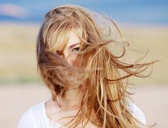 Les cheveux de Mini: Éclaircir ses cheveux naturellement avec le soleil.