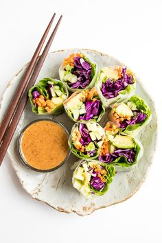 Homemade vegetable rolls are so EASY to make and perfect for a fresh and light lunch, dinner or snack. Serve these babies with this delicious spicy peanut sauce.