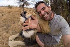 Funny pictures about Lion Teeth Are Huge. Oh, and cool pics about Lion Teeth Are Huge. Also, Lion Teeth Are Huge photos. Kevin Richardson, Jaguar Panther, Celebrity Selfies, Les Rides, Peaceful Life, Hyena, Big Cats, Animal Kingdom, Lions