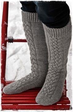 Lupaamani ohje . Vihdoin valmis. Ensin kudoin tummanharmaat sukat, malli syntyi siinä kutoessa. Näiden pohjalta... Crochet Slippers, Knit Crochet, Quick Knits, Knitting Socks, Knit Socks, Thick Socks, Drop, Leg Warmers, Ravelry
