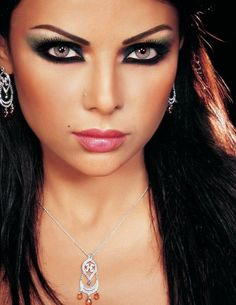 Arabisches Babe Mit Augenbinde