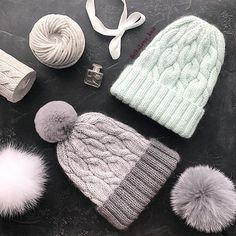 ❄️Доброе зимнее утро!!! ❄️ДА-ДА! Зимнее и снежное ! Наш город накрыло белой пеленой . Снег только выпал, а зима мне уже поднадоела. Но зато в этом сезоне я наконец-то связала для себя шапочку!!! Серая малышка на фото - МОЯ ☝☝☝А МЯТНАЯ ШАПОЧКА СВОБОДНА К ПОКУПКЕ !!!!!!☝☝☝Очень мягкие шапочки с легким пушком. Любовь на все времена !!! ************************************************ СЕРАЯ ШАПОЧКА : ☑️Размер 53-55 ☑️Состав : меринос / кидмохер ☑️Помпон кролик...