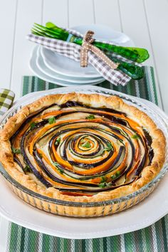 Not only is this Italian Spiral Vegetable Ricotta Pie super impressive looking, it tastes amazing too!  #easterrecipes #vegetarianrecipes #meatlessentrees