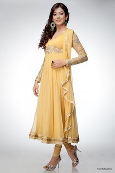 Latest Indian & Asian Anarkali Umbrella Frocks Churidar Suits Collection consists of fancy designs of embroidered party wear umbrella style dresses! Anarkali Frock, Anarkali Suits, Anarkali Churidar, Indian Anarkali, Churidar Suits, Punjabi Suits, Pakistani Outfits, Indian Outfits, Pakistani Clothing