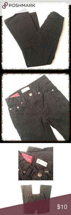 ❎3/$15 Arizona Flare Leg Black Jeans 7 Slim Arizona Flare Leg Black Jeans 7 Slim. Black jeans with adjustable tabs in the waistband. Size 7 slim. Flare leg. In excellent condition with minor wear at hem. See picture. Arizona Jean Company Bottoms Jeans