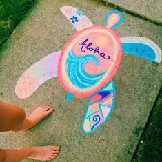 Check out these 15 Creative Chalk Ideas for Kids for you and your child to get creative outdoors. Check out these sidewalk chalk art ideas! Chalk Design, Sidewalk Chalk Art, Sidewalk Chalk Pictures, Summer Aesthetic, Aesthetic Girl, Art Inspo, Summer Vibes, Art Drawings, Easy Chalk Drawings