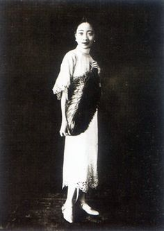 Empress Wan Rong, wife of Puyi the last emperor of China Vintage Photos Women, Photos Of Women, Old Pictures, Old Photos, Queen Victoria Family Tree, Last Emperor Of China, Contemporary History, Ancient Beauty, Ancient China