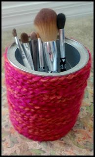 Make Up Brush Holder using a formula can or veggie can. Diy Arts And Crafts, Decor Crafts, Home Crafts, Fun Crafts, Baby Food Containers, Recycling Containers, Baby Food Jar Crafts, Baby Food Jars, Formula Can Crafts