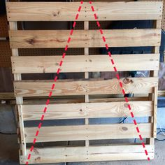 Wooden Pallet Christmas Tree, Pallet Projects Christmas, Pallet Wood Christmas Tree, Pallet Tree, Christmas Wood Crafts, Diy Christmas Tree, Christmas Tree Decorations, Diy Pallet, Pallet Benches
