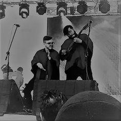 Diego Moreno y Fer Cely de Los Rolling Ruanas en la Plaza de Bolívar. Bogotá, Colombia. 2017. Fotografía: Laura Martínez Benítez