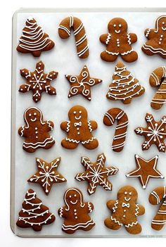 Gingerbread Cookies -- my all-time favorite recipe for these classic Christmas c. - Gingerbread Cookies — my all-time favorite recipe for these classic Christmas cookies! Christmas Gingerbread, Christmas Sweets, Christmas Cooking, Noel Christmas, Christmas Goodies, Gingerbread Recipes, Gingerbread Icing, Cheap Christmas, Christmas Gifts