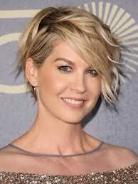 Risultati immagini per capelli taglio medi per viso lungo