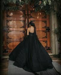 ليڤانا لوبيز طبيبة نفسية و من أهم الدكاترة رغم صغر سنها يقدم لها الحركةوالأكشن الحركة والأكشن Amreading In 2021 Halter Formal Dress Formal Dresses Fashion