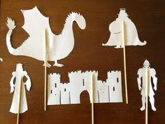 Imprimible gratuito para el teatrillo de sombras. Títeres de la Leyenda de Sant Jordi (San Jorge): caballero, rey, princesa, castillo, montañas, vaca, caballo, cerdo, gallo, sol, luna. Perfectos pa… Paper Crafts For Kids, Diy Paper, Paper Art, Diy And Crafts, Saint George And The Dragon, St Georges Day, Shadow Theatre, Montessori Art, Dragon Crafts