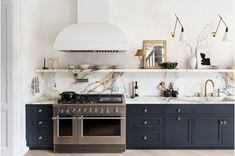 Kitchen decor, kitchen cabinets, kitchen organization, kitchen organizations and of course. The kitchen is the center of the home, so it's important to have a space you love! These pins are my favorite kitchens and kitchen ideas. Shaker Kitchen, Rustic Kitchen, New Kitchen, Kitchen Decor, Kitchen Ideas, Kitchen Hacks, Kitchen Layout, Kitchen Designs, Kitchen Colors