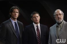 """""""Criss Angel Is A Douche Bag"""" - Jared Padalecki as Sam, Jensen Ackles as Dean, Richard Libertini as Vernon in SUPERNATURAL on The CW. Photo: Michael Courtney/The CW©2008 The CW Network, LLC. All Rights Reserved.pn"""