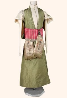 "historia-polski: """"Kontusz (from Polish language; plural kontusze; also spelled in English language as Kontush or Kuntush from Ukrainian: Кунтуш) (originally Hungarian Köntösis - robe) - a type of..."