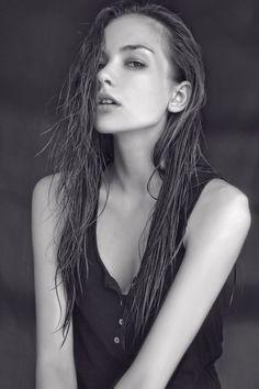 cooler look, schöne stimmung aber wet-hair look ist ne zu stark entscheidung fürs lookbook