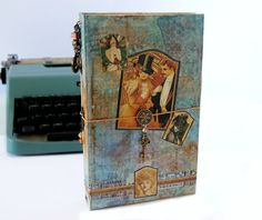 Videotutorial: Graphic45 Traveler's Log Journal Midori Style out of a book