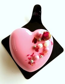 Mousse Fruit, Mousse Cake, Strawberry Desserts, Mini Desserts, Mirror Glaze Cake, Heart Cakes, Valentines Day Cakes, Cooking Cake, Cake Online