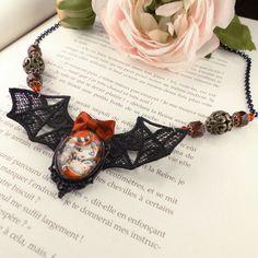 Collier dentelle Mad Moxxi Borderlands par CloveredC sur Etsy #CloveredC #Moxxi #MadMoxxi #Borderlands #videogame #fanart #necklace #bat #handcrafted #handmade