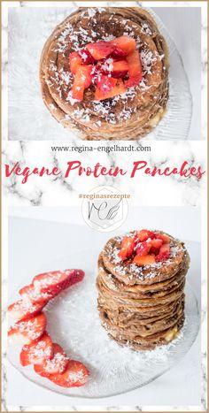 Heute habe ich eine Rezept für vegane Protein Pancakes! In einer perfekten Sommer-Variante: Erdbeeren-Kokos.   #reginasrezepte #vegan #pancakes #pfannkuchen #frühstück #fitnessfrühstück #abnehmen #erdbeeren #kokos #pfannkuchen  #fitness