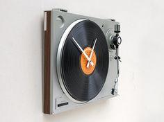 design-fetish-turntable-clock-2