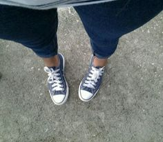 blue Jeans with navy blue converse ! i think this look is really cute