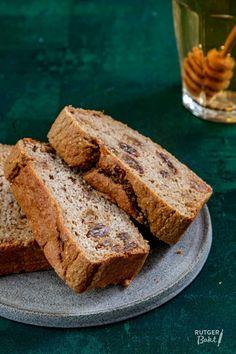Bananenbrood gezond recept   Rutgerbakt.nl Healthy Bars, Healthy Breakfast Recipes, Healthy Baking, Real Food Recipes, Baking Recipes, Cake Recipes, Vegan Snacks, Healthy Snacks, Good Food