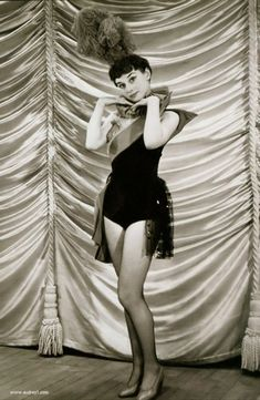 Audrey Hepburn is shown here in a minor role as a chorus girl in Sauce Tartare, She was promoted to a featured role in Sauce Piquante, Golden Age Of Hollywood, Old Hollywood, Hollywood Images, Audrey Hepburn Mode, Viejo Hollywood, Roman Holiday, My Fair Lady, Classic Actresses, Thing 1
