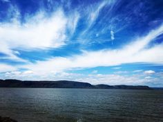 Sky as a painting #hudsonvalley #hudsonriver #upstate #upstatenewyork #newyork #skylovers #skyporn #clouds #cloud #art