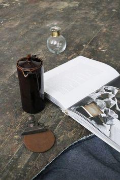 Concept-Styling-Photograpy: Sanne Ketelaar #slowliving #scandinavian #scandinavianlifestyle #interior #scandinavianinterior #interiordesign #styling #stylingdesign #ceramic #wabisabi #perfectimperfect #stylist #conceptstylist #sanneketelaar #lifestyle #inpspiration #livingroom #tableware #tea #ceramic #book #books #slowdown #relax #scandinavian