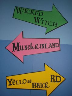 Wizard of Oz Party decoration, centerpiece, road signs Minchkinland, Wicked Witch