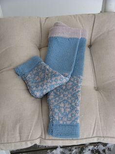 Baby bukse i str. Beige, Blanket, Baby, Blankets, Baby Humor, Cover, Infant, Comforters, Babies