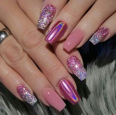 Gel nail is one of the most popular artificial nails. It is a kind of artificial nail which is very similar to natural nails. Glitter sequins are often used in nail art design. Glitter sequins attract attention to nails. In this article, we have col Cute Acrylic Nails, Cute Nails, Pretty Nails, Glitter Tip Nails, Fabulous Nails, Gorgeous Nails, Nagel Tattoo, Nagellack Design, Gel Nagel Design