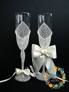 Ivory Charming Wedding champagne glasses - Hand painted Wedding Favor - Lace…