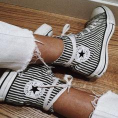 Dillards - Converse Chuck Taylor High-Top-Turnschuhe mit All-Star-Kern - Stillvoll - Schuhe Damen Sock Shoes, Cute Shoes, Me Too Shoes, Women's Shoes, Crazy Shoes, Trendy Shoes, Shoes Style, Vans Shoes Fashion, Shoe Boots