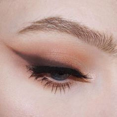 Eyeliner with eyeshadow
