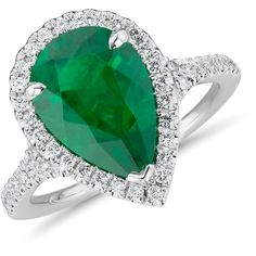 Blue Nile Emerald Pear-Shape and Diamond Halo Cocktail Ring (€20.895) ❤ liked on Polyvore featuring jewelry, rings, pear cut emerald ring, emerald jewellery, cocktail rings, blue nile and emerald jewelry