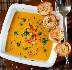 Karotkový krém s jablky a zázvorem Thai Red Curry, Food To Make, Food And Drink, Healthy Recipes, Healthy Food, Cooking, Ethnic Recipes, Struktura, Soups