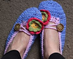 The Little Things: Crochet slippers crochet-along with The Curious Pug