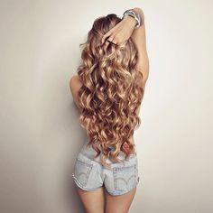 coiffure 4 long et bouclé