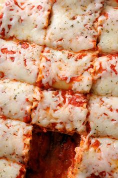 Try my Pepperoni Pizza Lasagna Roll Ups recipe for an easy, delicious family dinner! Make these easy lasagna roll ups in under 30 minutes with lasagna noodles, pepperoni slices, marinara sauce, ricotta, and mozzarella cheese. Can make ahead and freeze too! #lasagna #dinner #easyrecipe Pepperoni Rolls, Pepperoni Recipes, Pizza Lasagna, No Noodle Lasagna, Lasagna Noodles, Lasagna Rolls Recipe, Lasagna Recipe With Ricotta, Quinoa Recipes Easy, Deserts